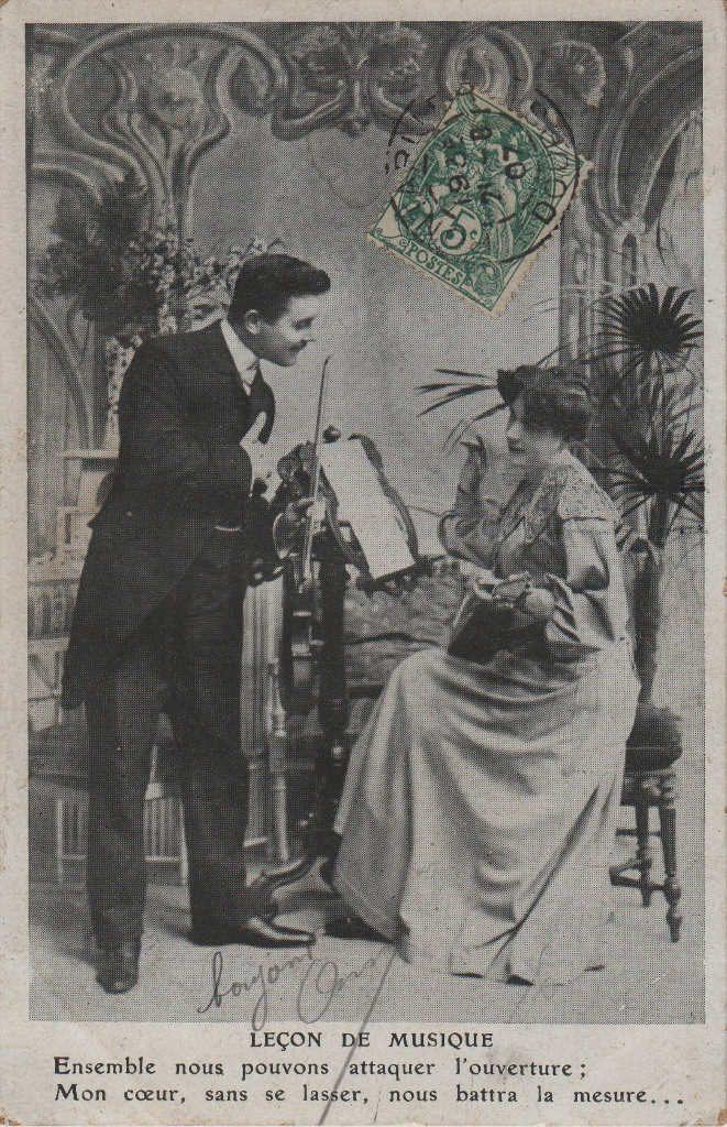 """Indexation : Romance au violon##Légende : """"Leçon de musique##Ensemble nous pouvons attaquer l'ouverture##Mon coeur, sans se lasser, nous battra la mesure.""""##Date : 1907 (affranchissement)##Epoque : Ancienne##Propriété : Série10,02-mdv"""