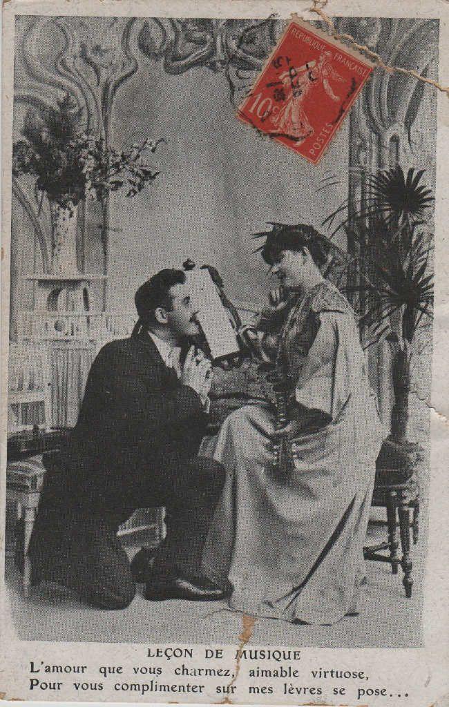 """Indexation : Romance au violon##Légende : """"Leçon de musique##L'amour que vous charmez, aimable virtuose,##Pour vous complimenter, sur mes lèvres se pose...""""##Epoque : Ancienne##Propriété : Série10,03-mdv"""